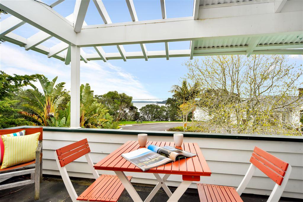 Upstairs Porch/Deck