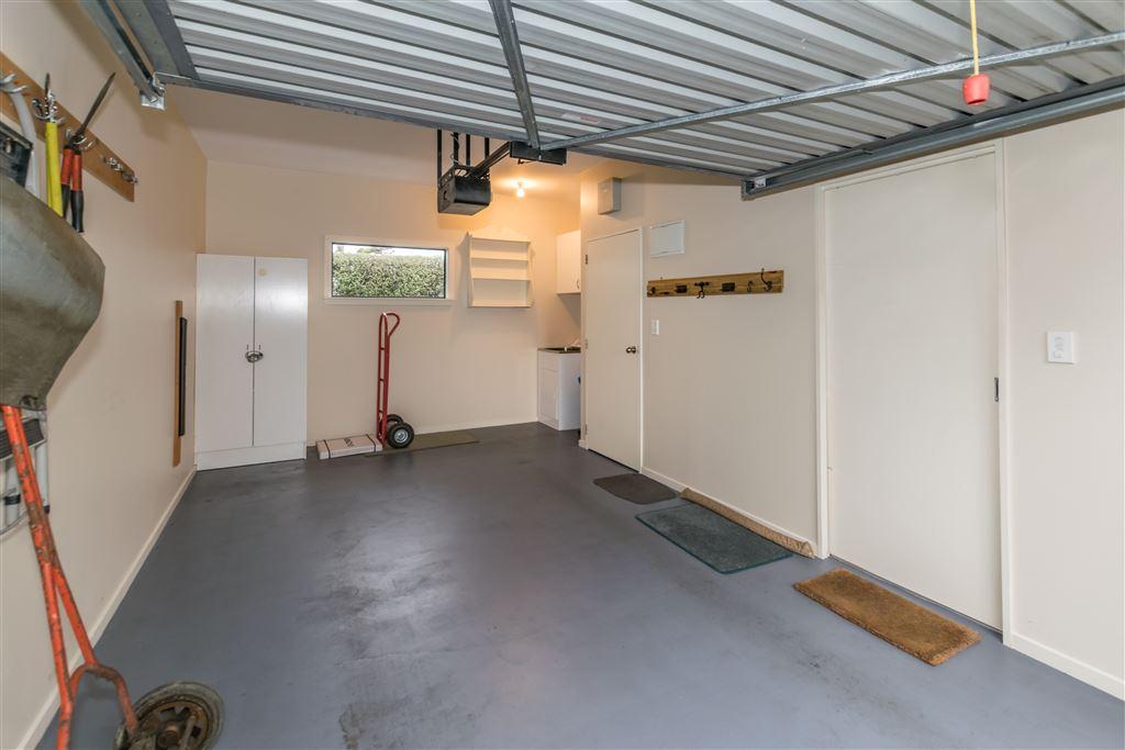 Internal single car garaging with laundry