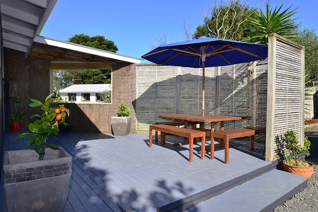 Large stunning deck perfect for entertaining
