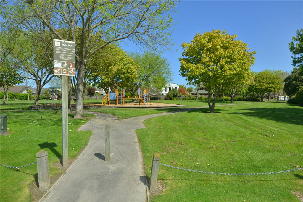 Park at end of cul-de-sac