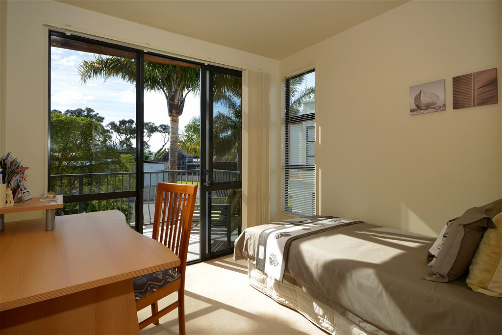 3rd bedroom opens to balcony