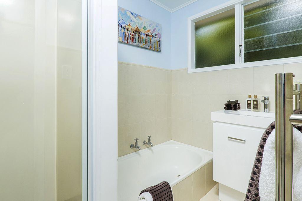 Main bathroom - upstairs