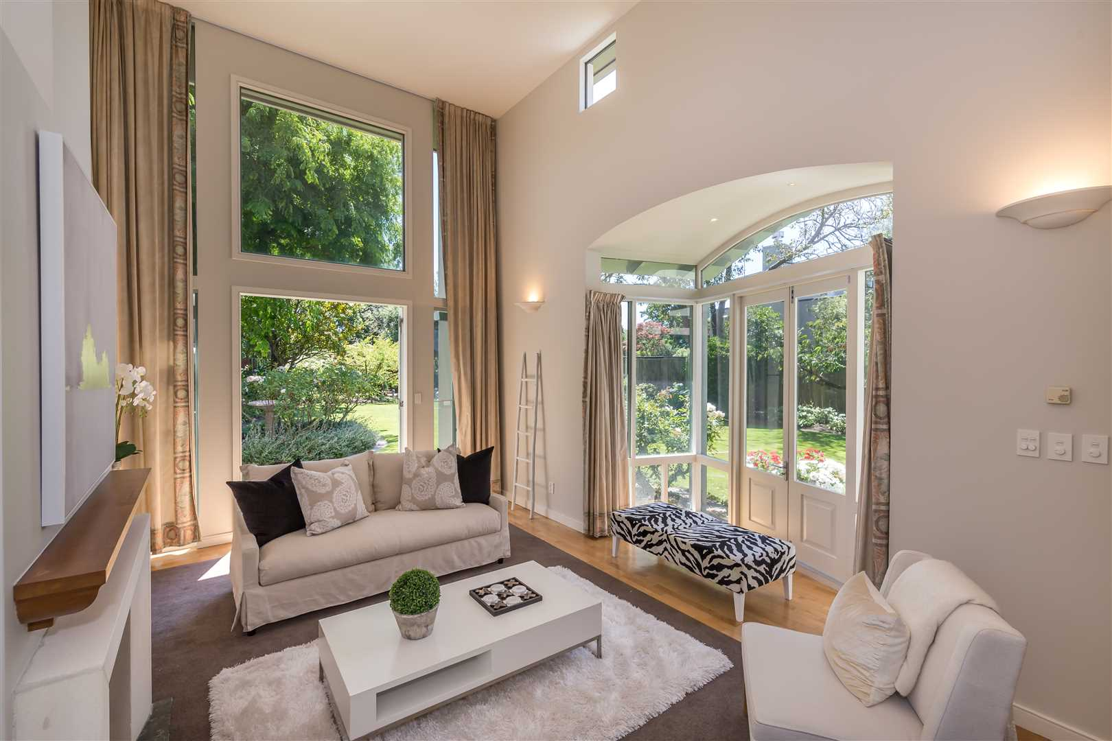 Over sized windows a 4.8m  ceiling hieght create a wonderful atmosphere