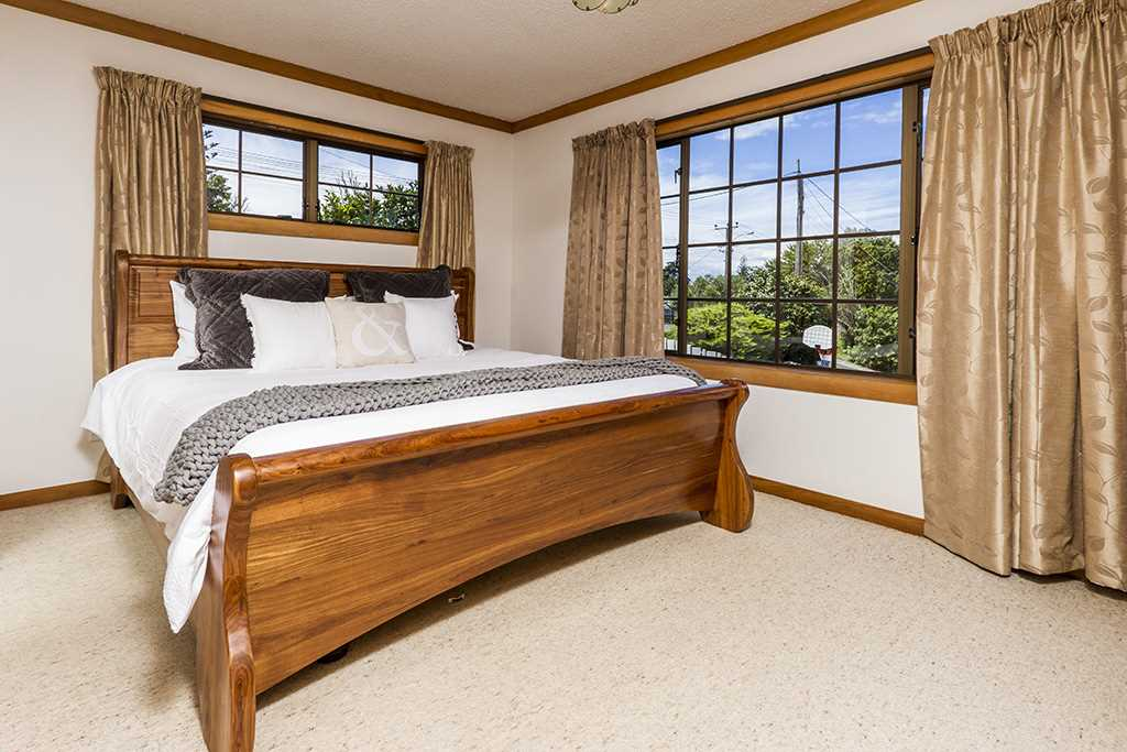 Light and bright master bedroom (with ensuite)