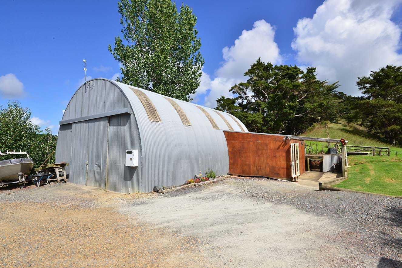 Huge barn with potential self contained accommodation.