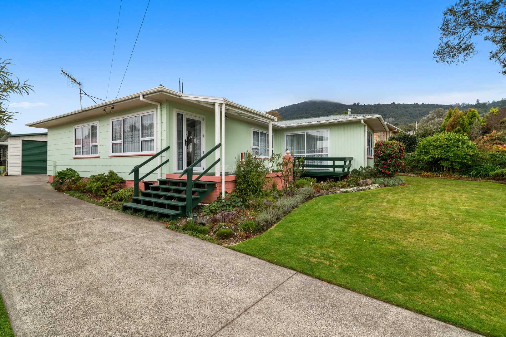 Immaculate Four Double Bedroom Home With Extras