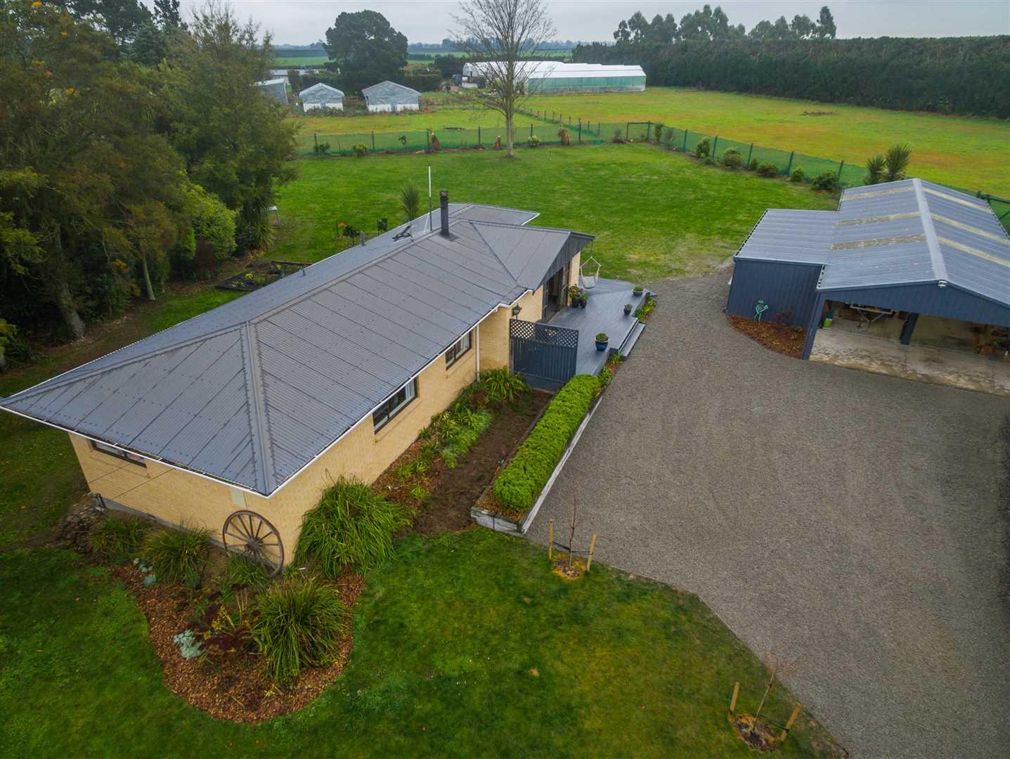 131m2 Huge Workshop & Family Home