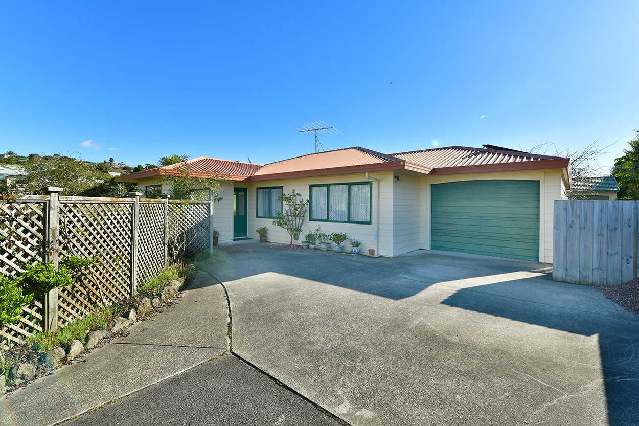 1/12 Knott Road - single level living at the end of a quiet cul-de-sac, over looking D'Oyly Reserve