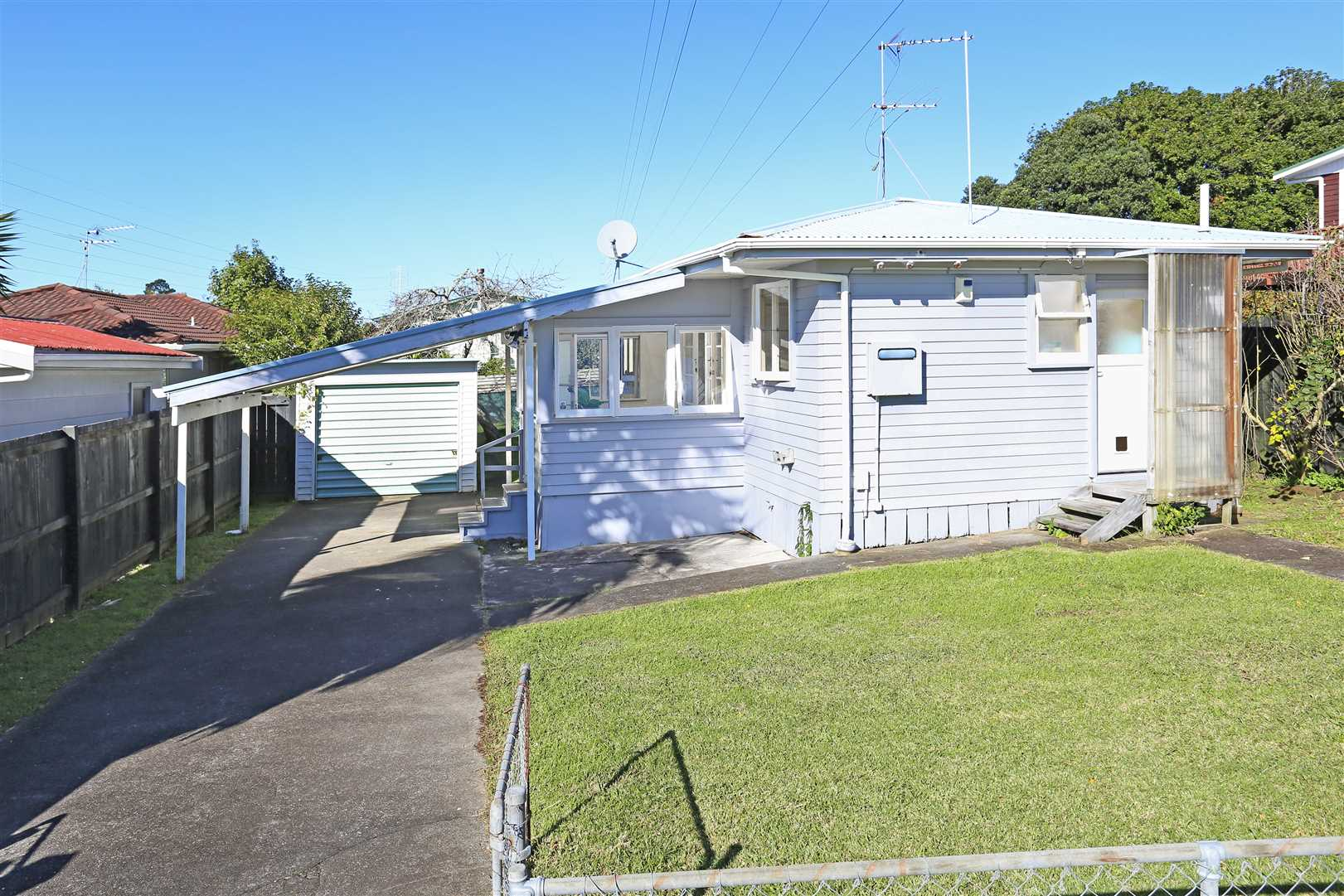 Sellers cashing up - Freehold Cottage