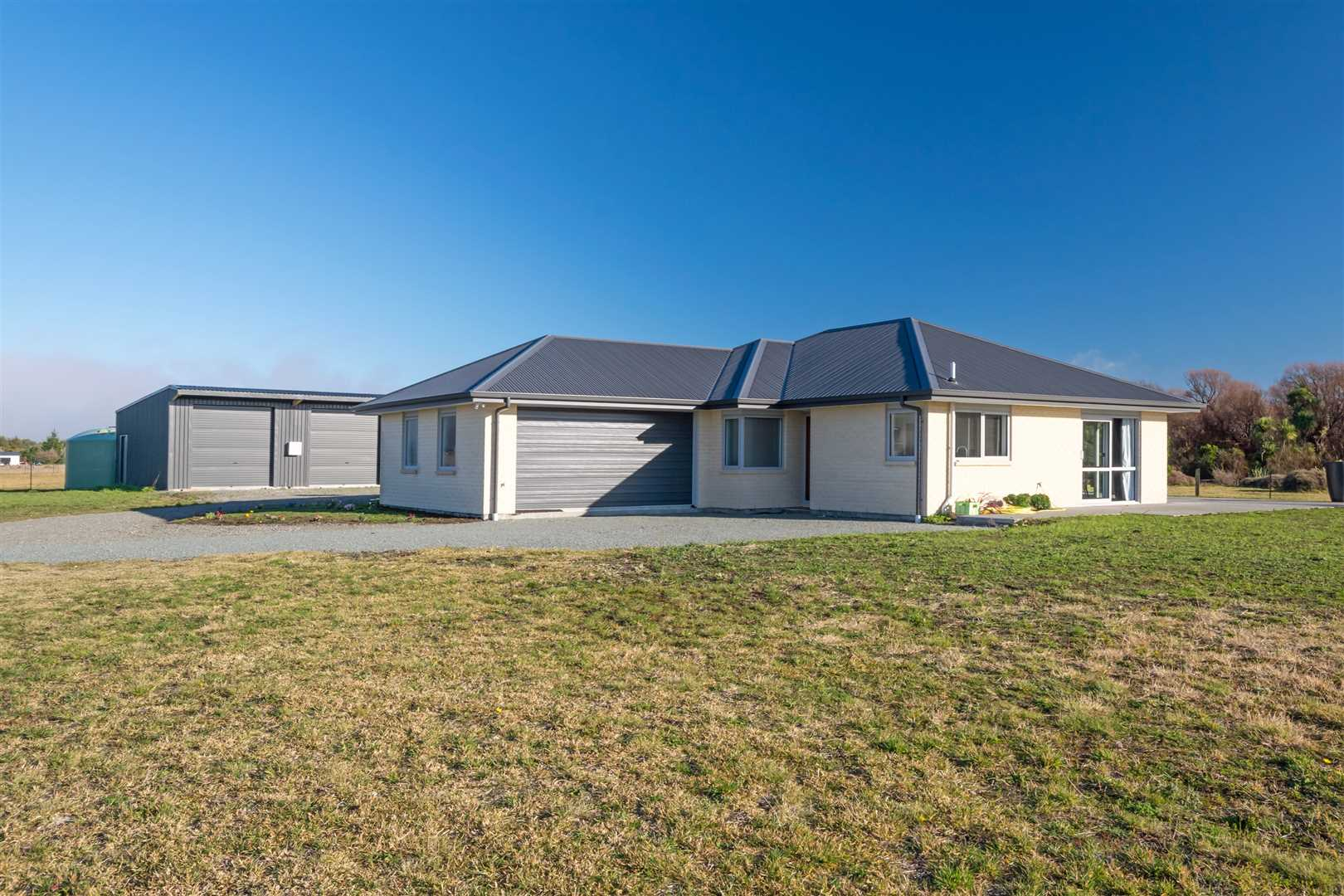 Lifestyle Close to Town and Coastal Environment