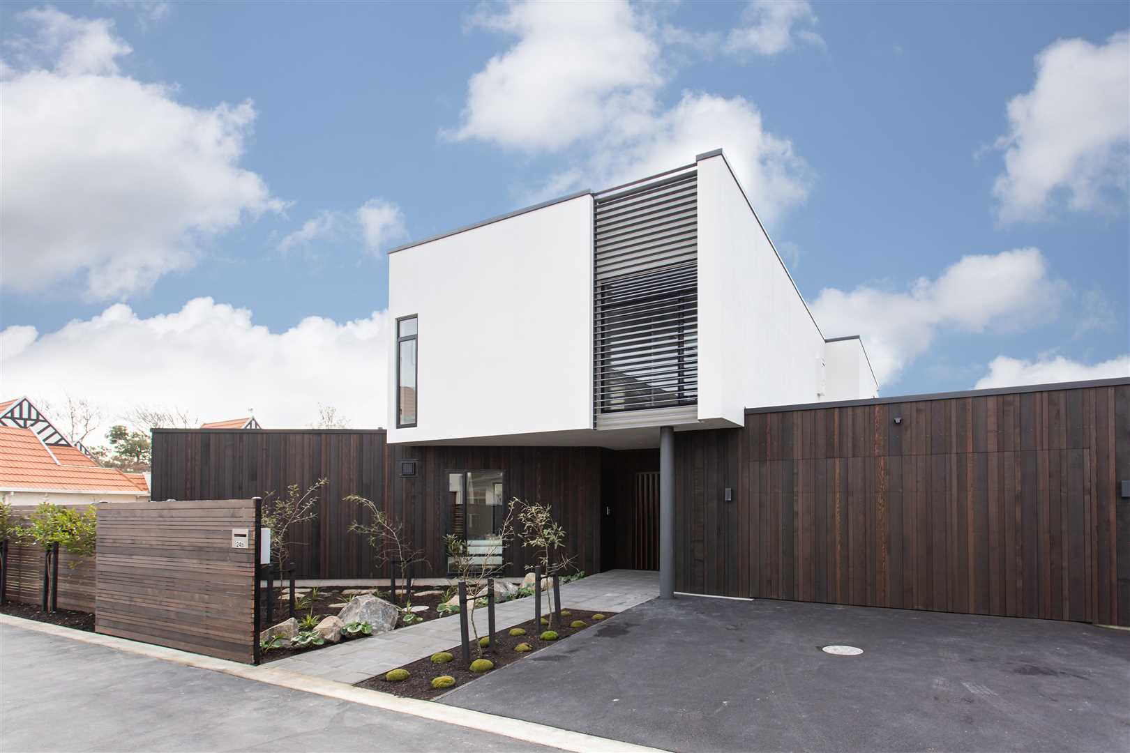Light-Filled Living: Brand-New Executive Home