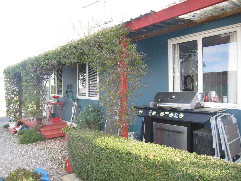 Quaint Living at Riverlands Holiday Park