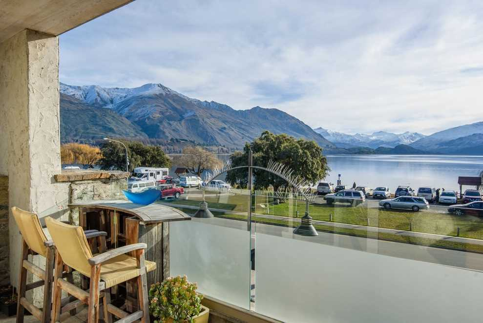 Stylish Lakefront Living in Downtown Wanaka
