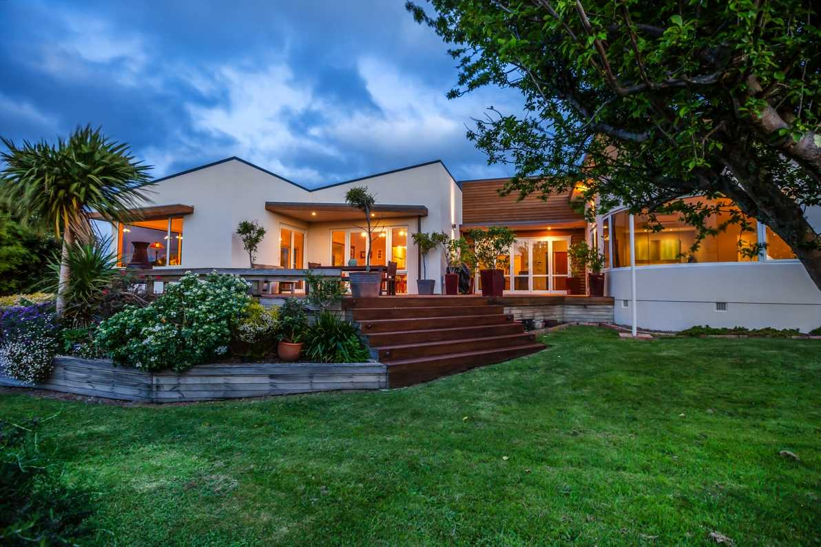 Executive Single Level in Seaview!  -  Auction