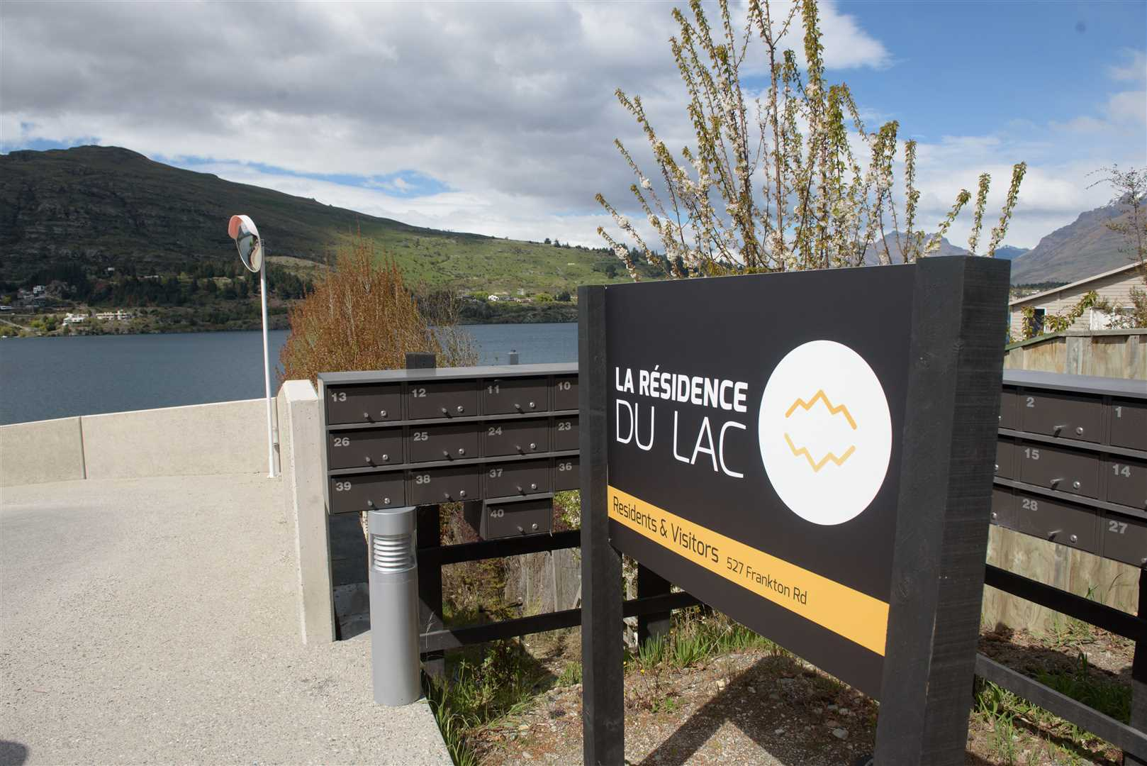 Lakeside residence to invest or nest