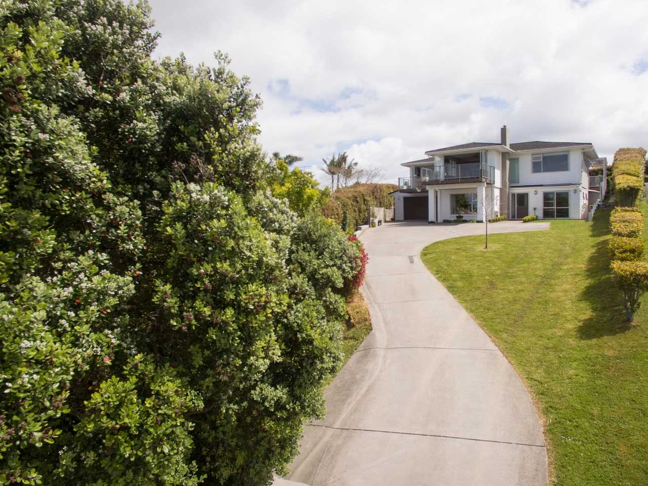 Red Beach Location + Privacy!