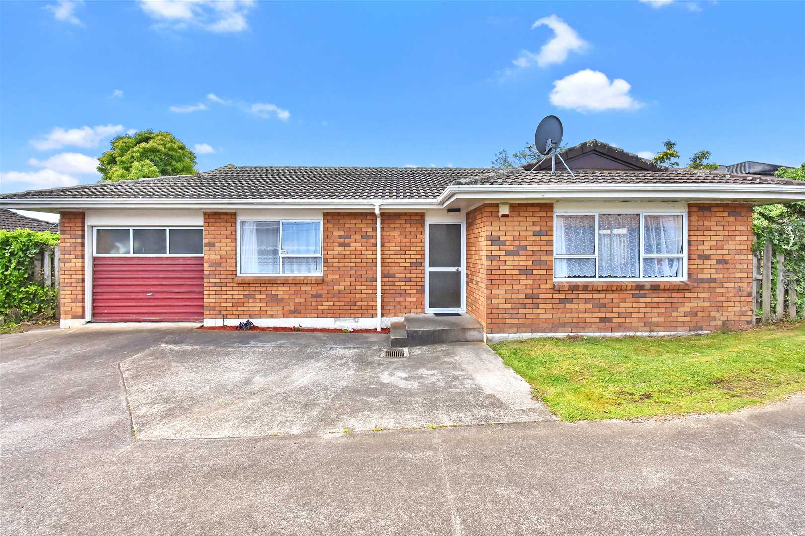 Charming Brick & Tile Home - Bring all offers..