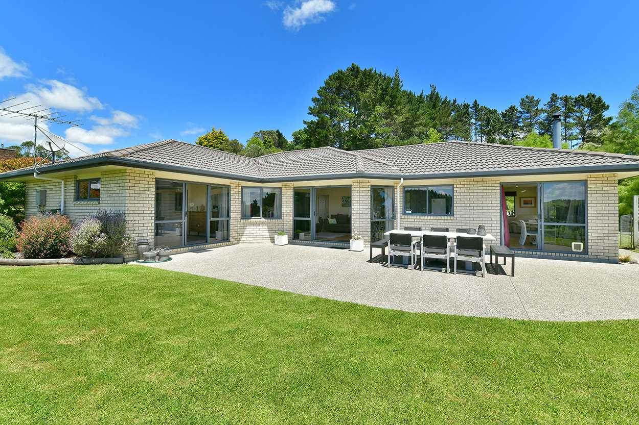 Large home and 6 Acre Quality Lifestyle
