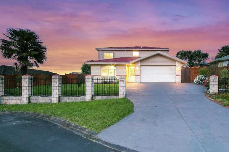 Move in Now to this Large Family Home!