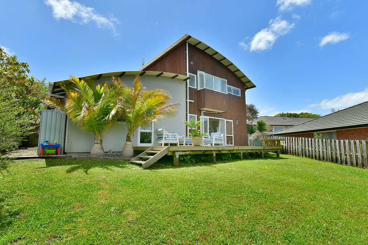 Welcome to 2/18 Ellenbury Place - Stanmore Bay