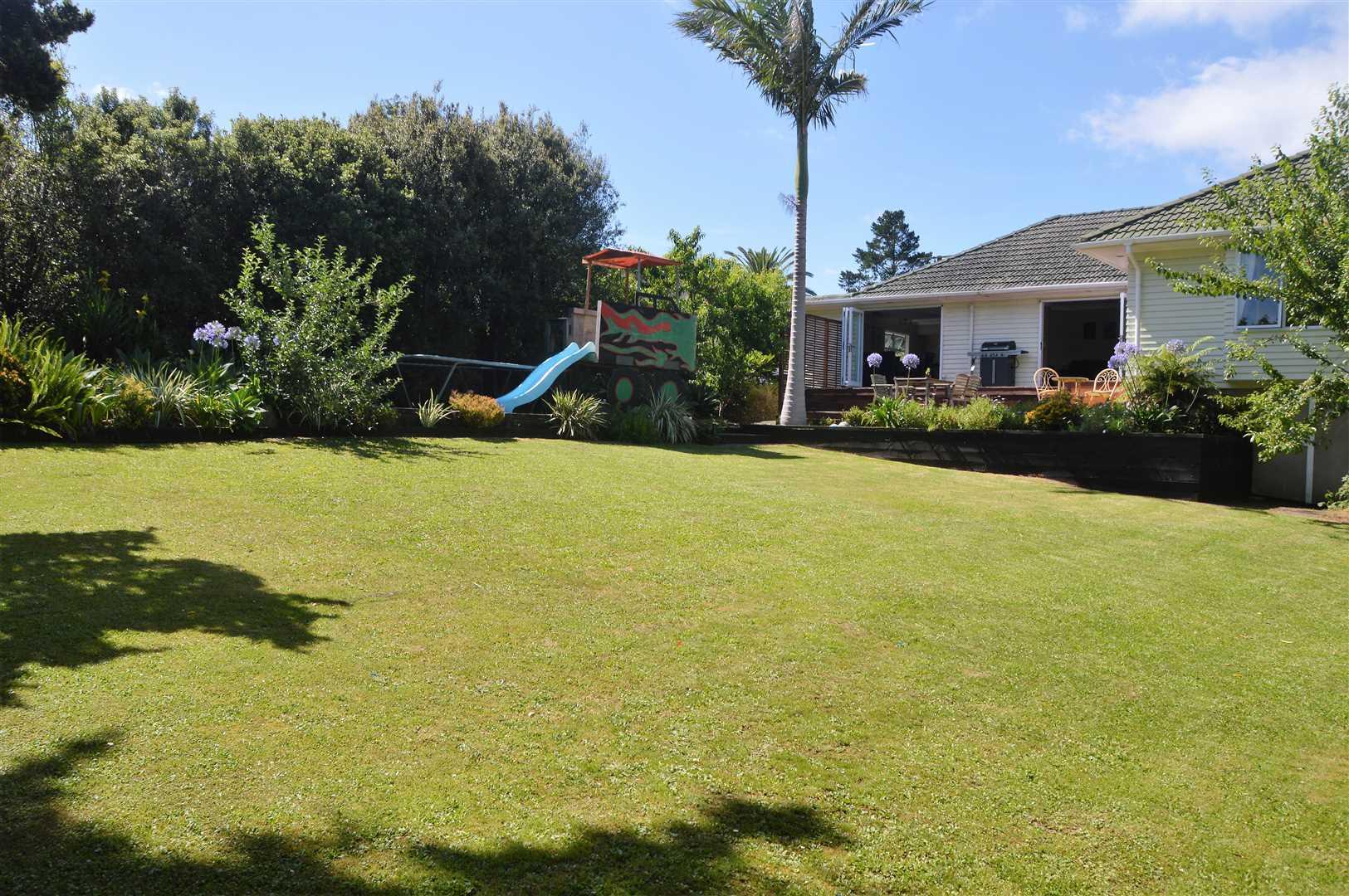 Fabulous Home on Kiwi 1/4 Acre