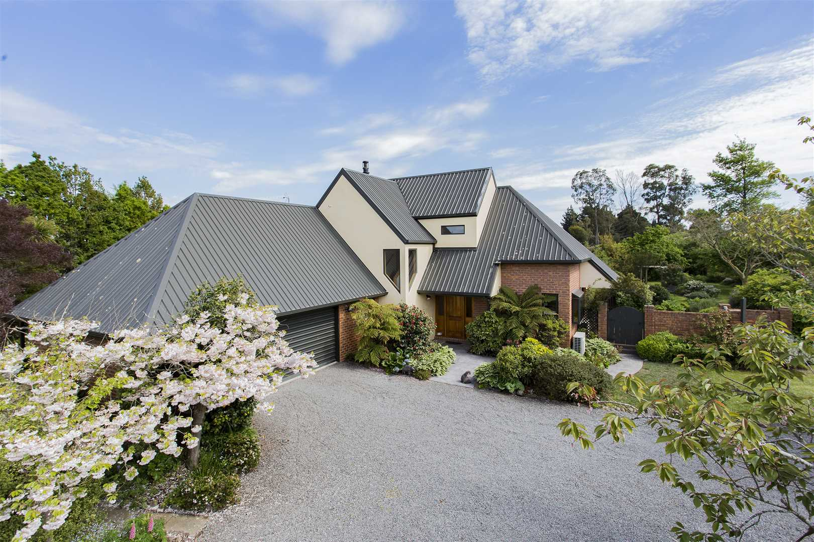 Large country home plus granny flat near the sea!