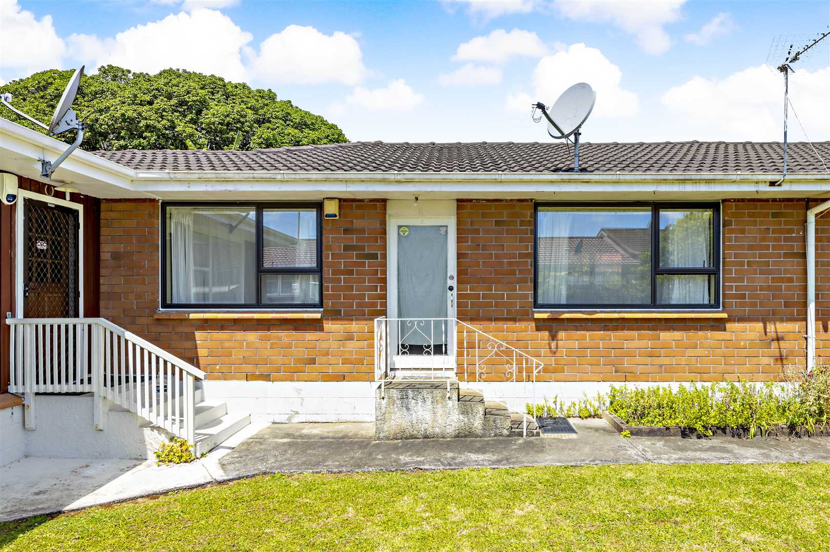Perfect Location, Great Starter.. Affordable !