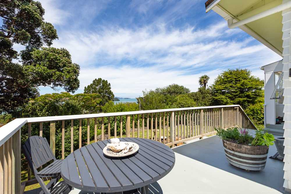 Sunshine Cottage: views north and east to Sandspit Harbour