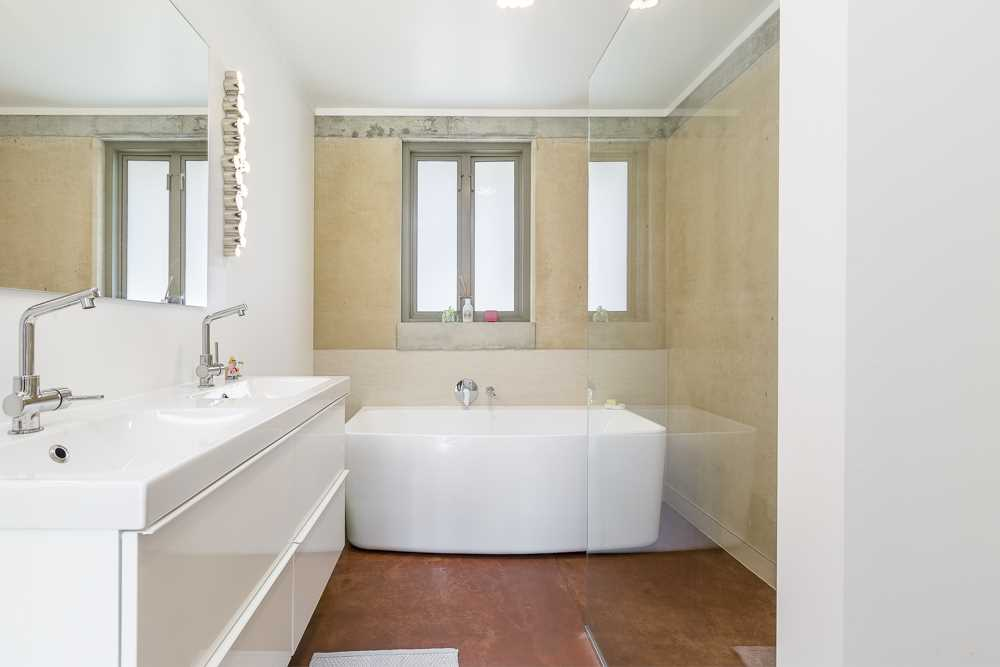 Beautifully appointed family bathroom