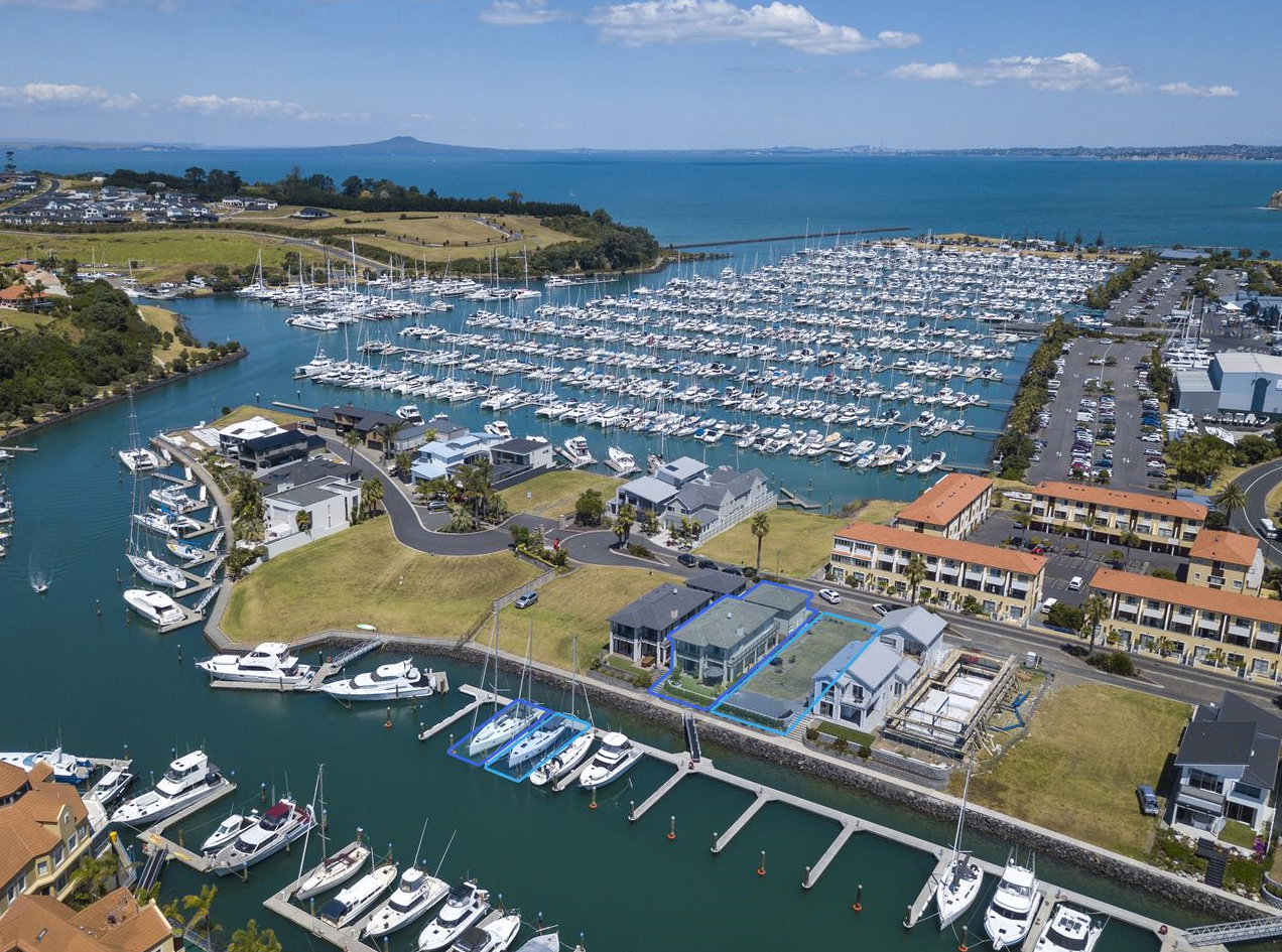 Privileged postioning with world glass golfing, boating and fishing  - right on your doorstep!