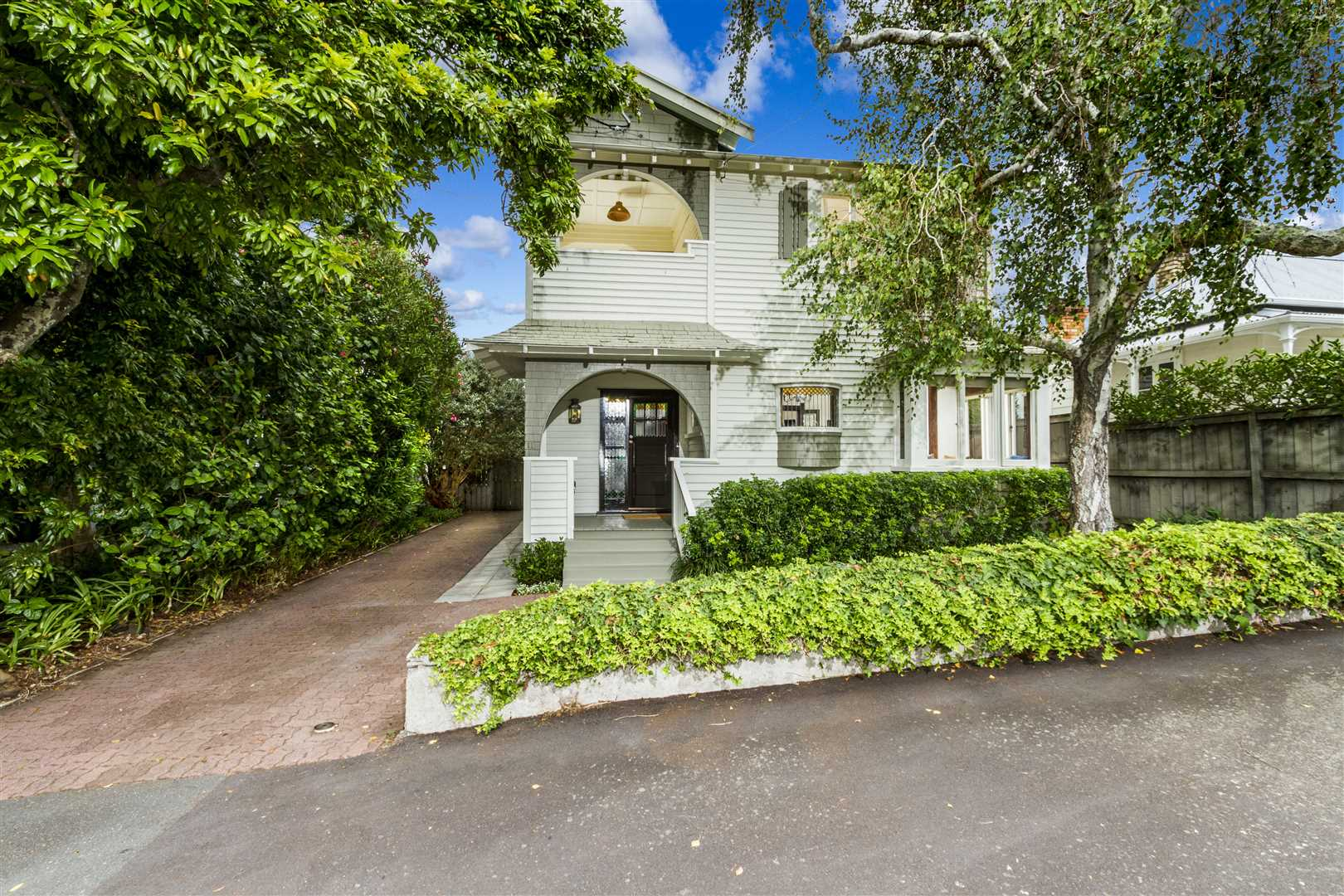 Central Devonport Home with Two Separate Incomes