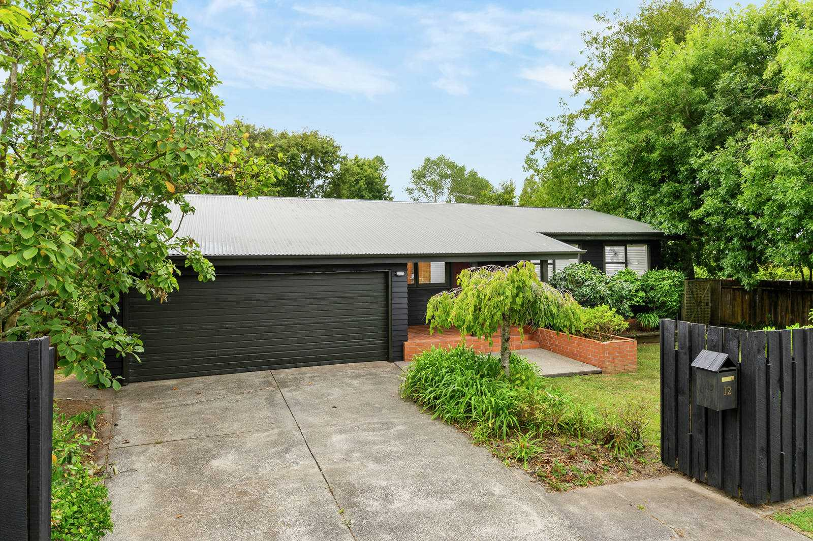 1960'S Family Charmer on 822m2 adjoining the park