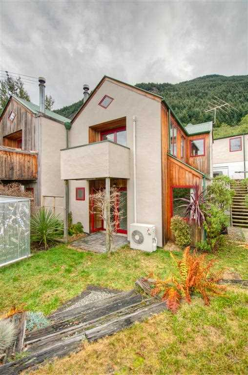 Lovely 3-bedroom home in Sunshine Bay.
