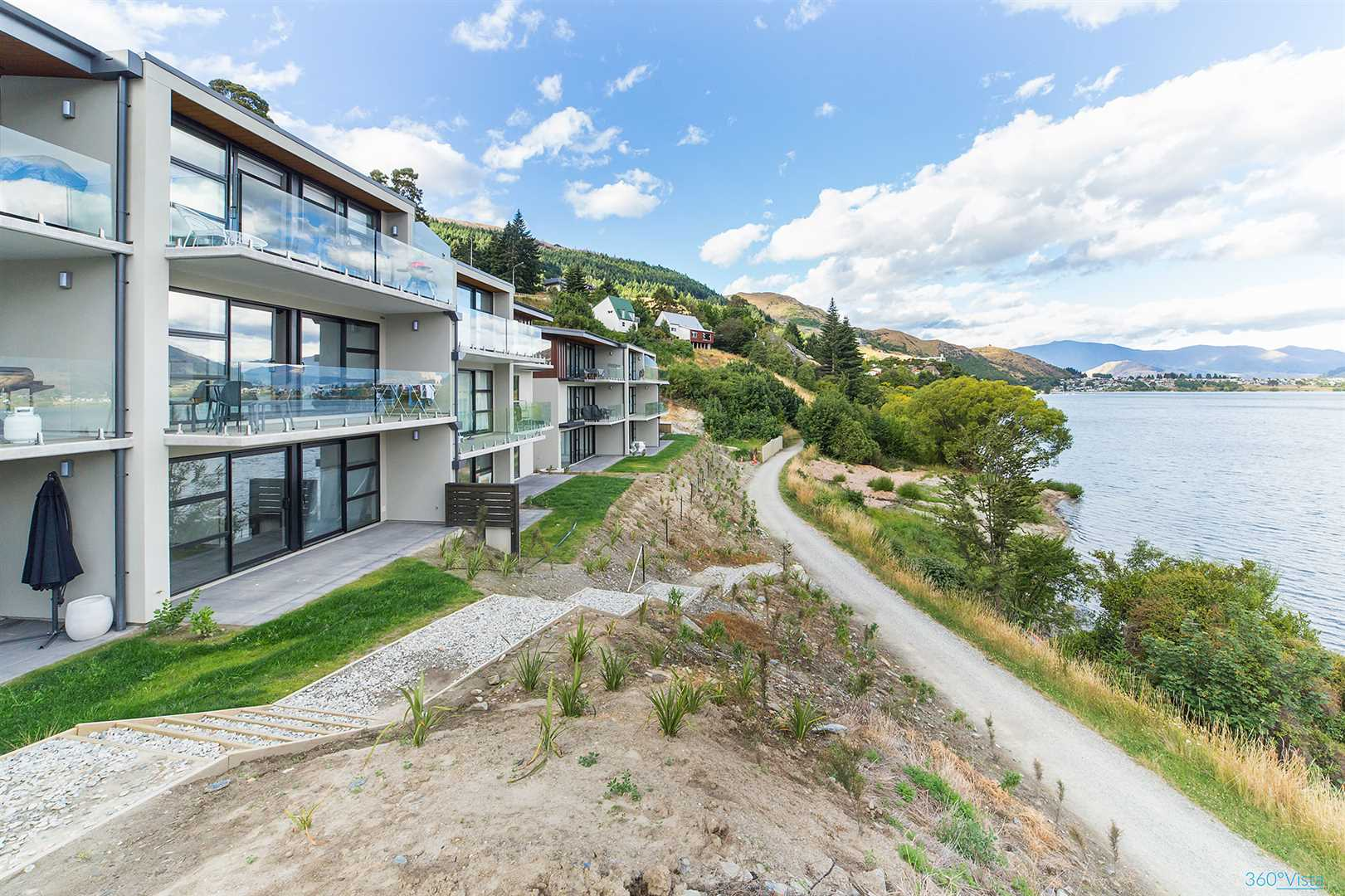 Discover Lakeside Apartment Living.