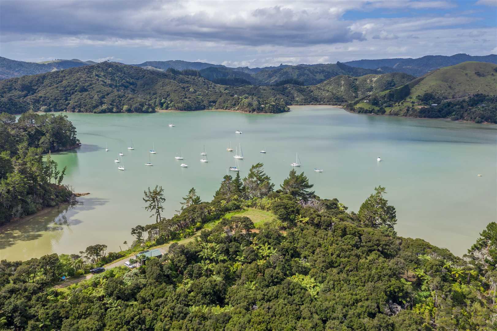 Peaceful Waterfront Retreat - Its Simply Idyllic
