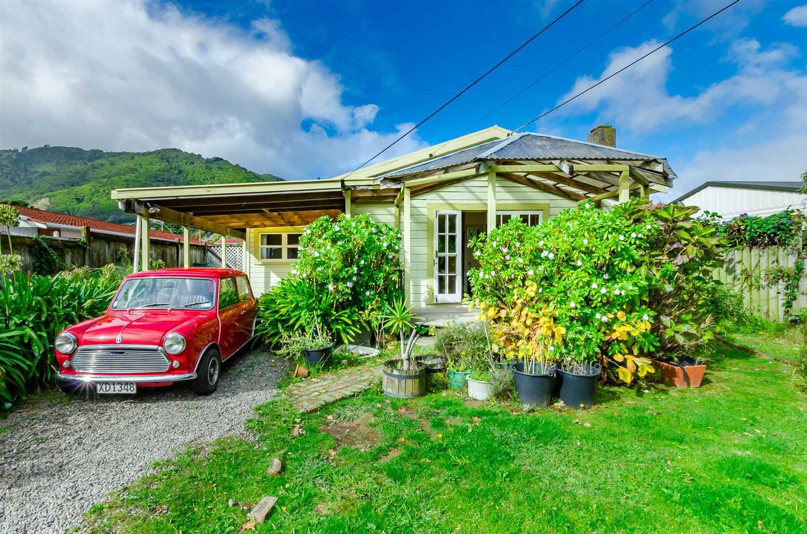 Original 1950's Cottage...