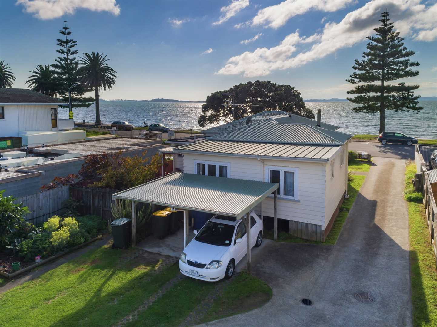 2 Rustic Cottages on a Beautiful Auckland Beachfront