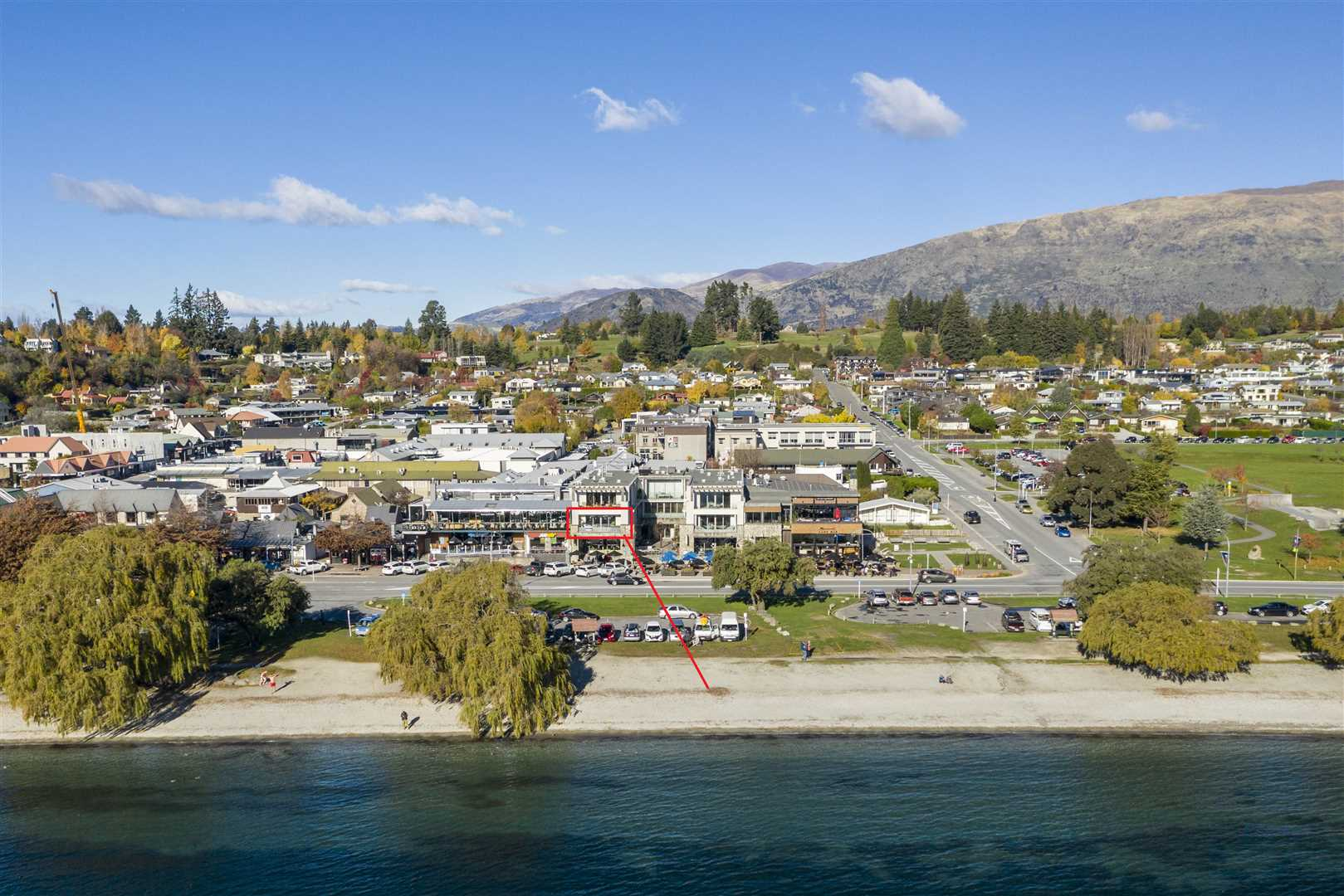 Lakefront Living Or Holidaying In Downtown Wanaka