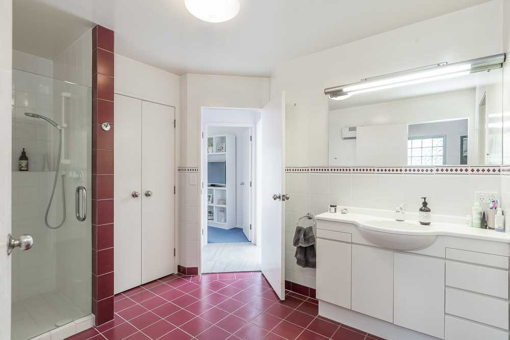 downstairsshared family bathroom