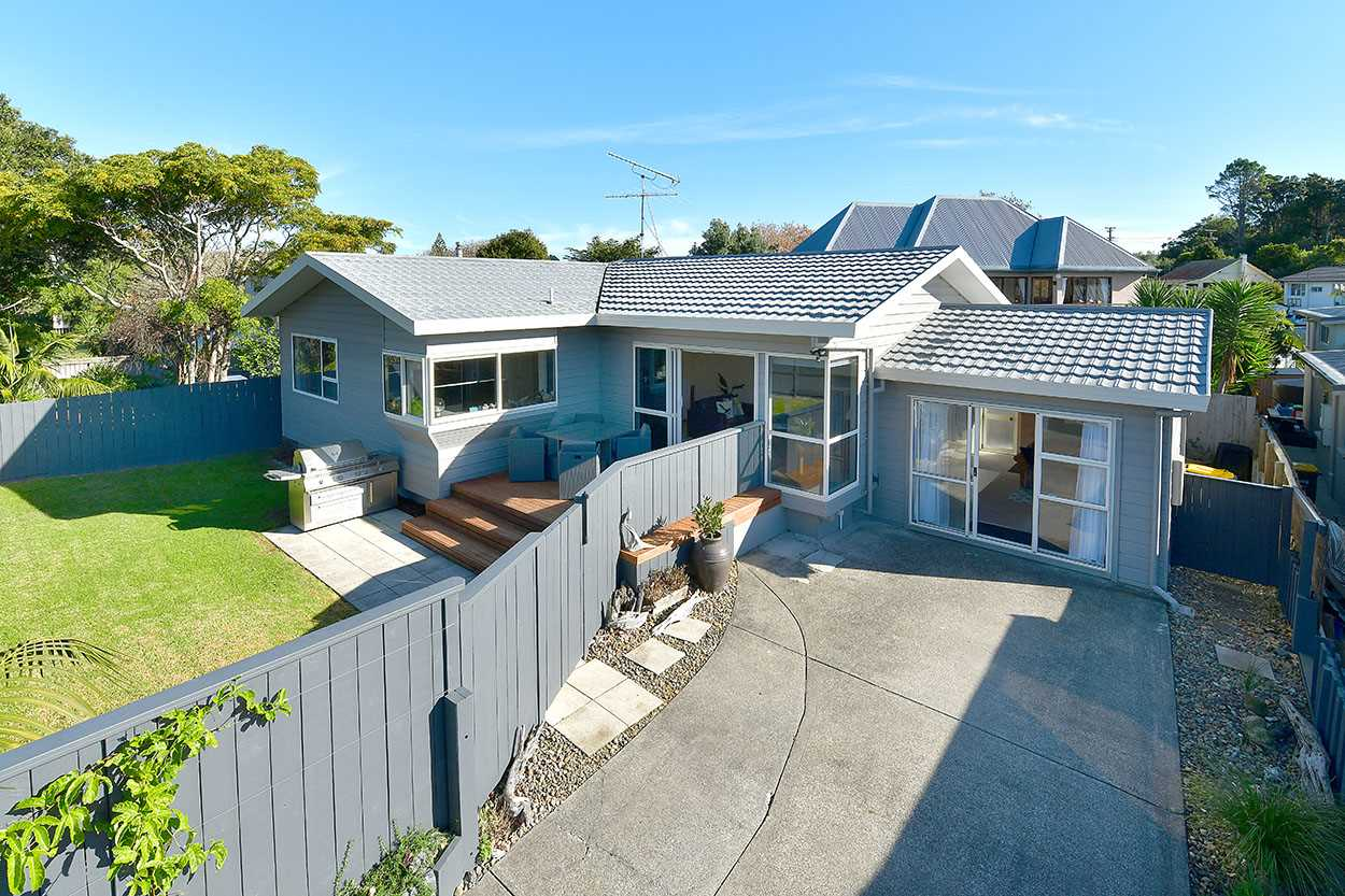 Welcome to 868b Whangaparaoa Road, Manly