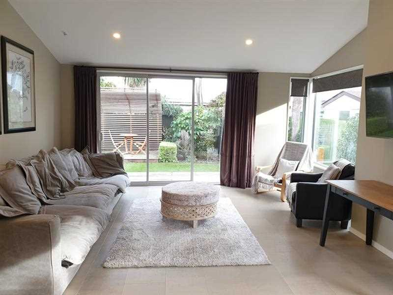 Stunning Fully Furnished Townhouse