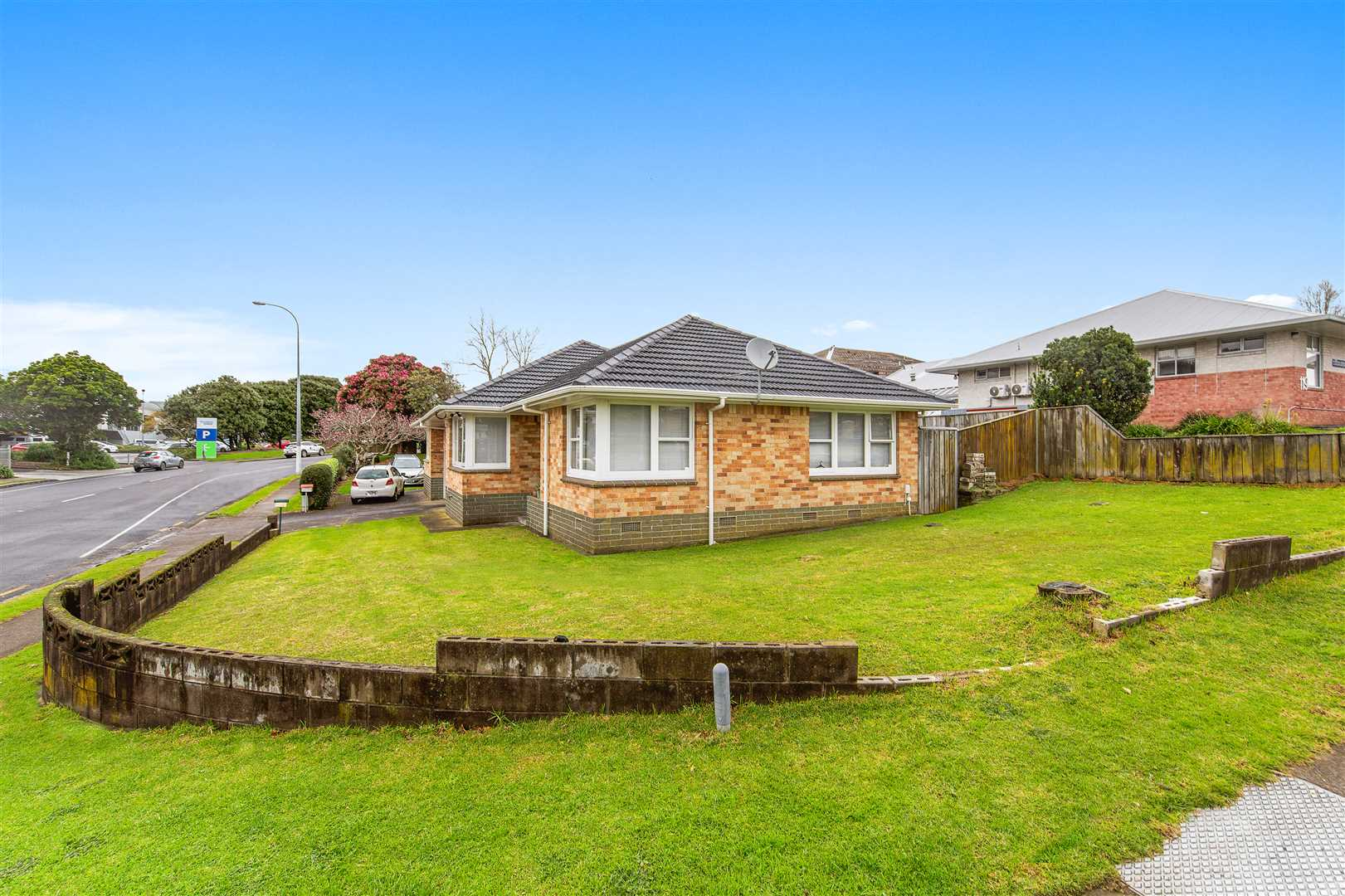 Brick and Tile Unit in Papatoetoe Central
