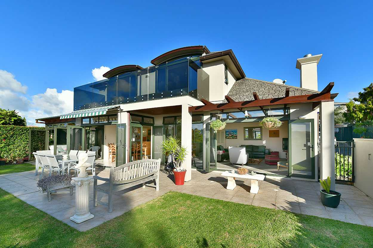 Great indoor/outdoor flow is the key of this immaculate home ...