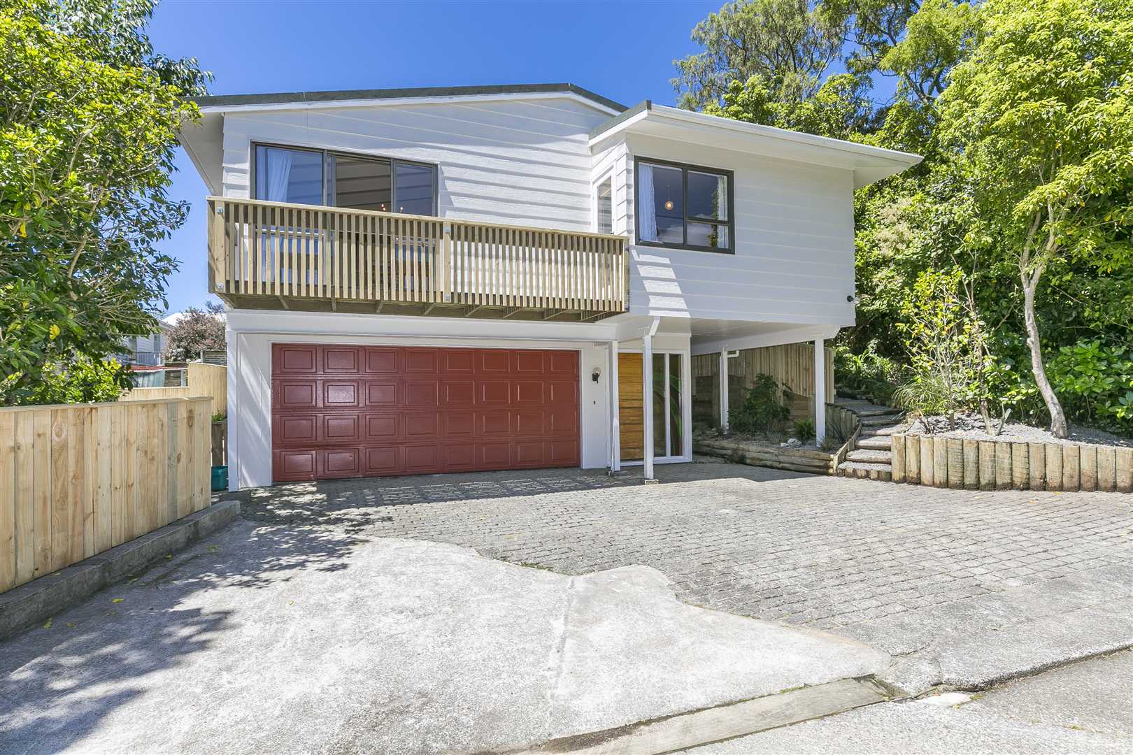 Sunny, Private and Spacious in Ngaio