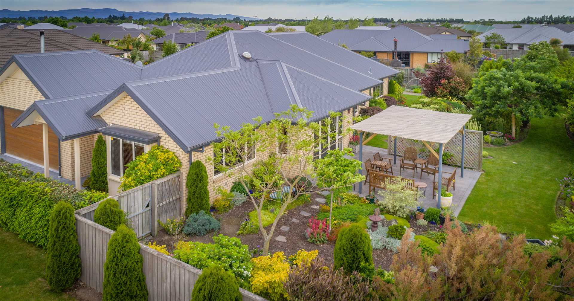 Immaculate Home on Botanic Setting!