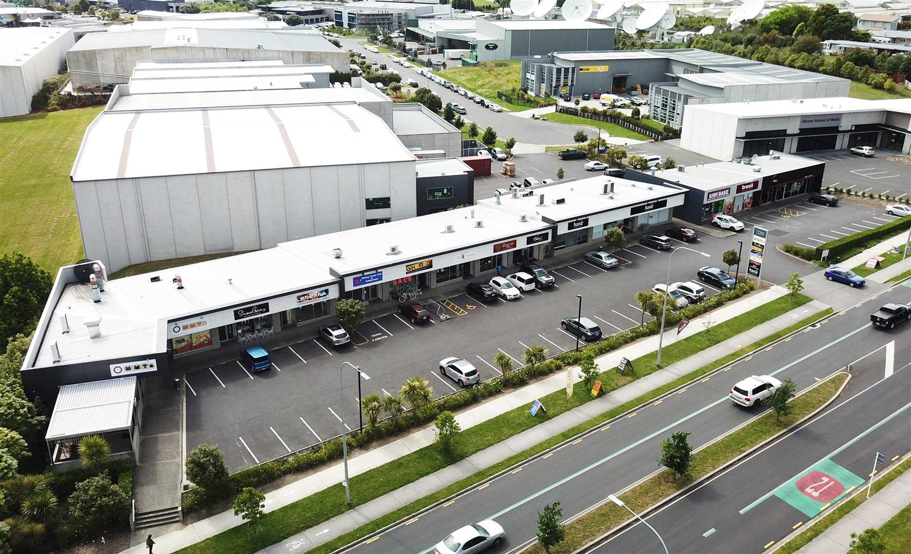 Retail Unit on Busy Albany Highway