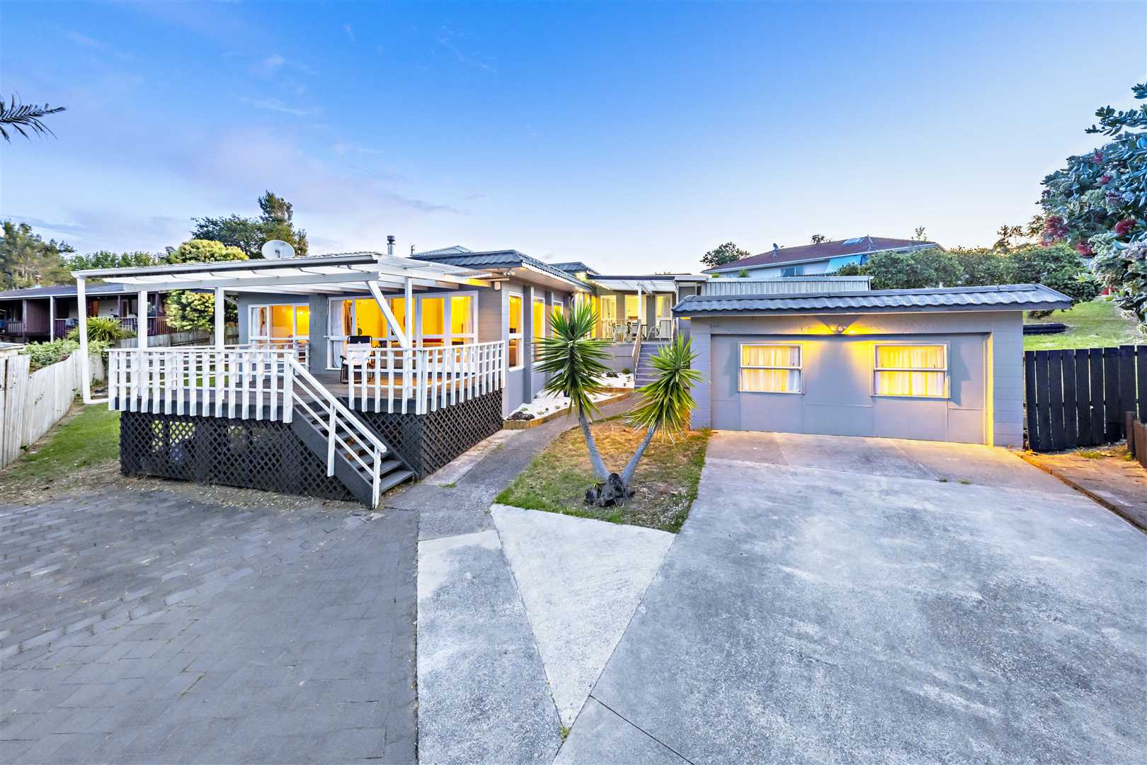 Owners Moving Overseas!! Solid home on 874m2...