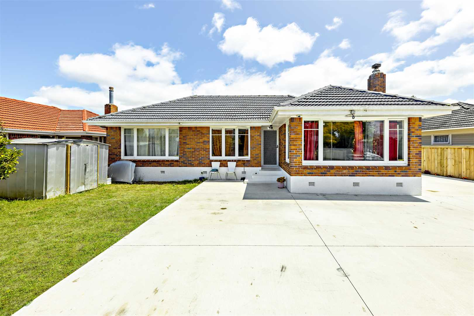 Freehold - Brick &Tile - Road Frontage - Serious Sellers!!