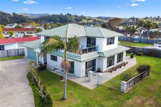 117 Charleston Avenue, Whangamata